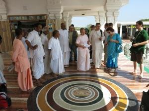 Экскурсия по храмму в г.Ченнае с представителем управляющего совета по южной Индии Е.С.Бхану Свами.